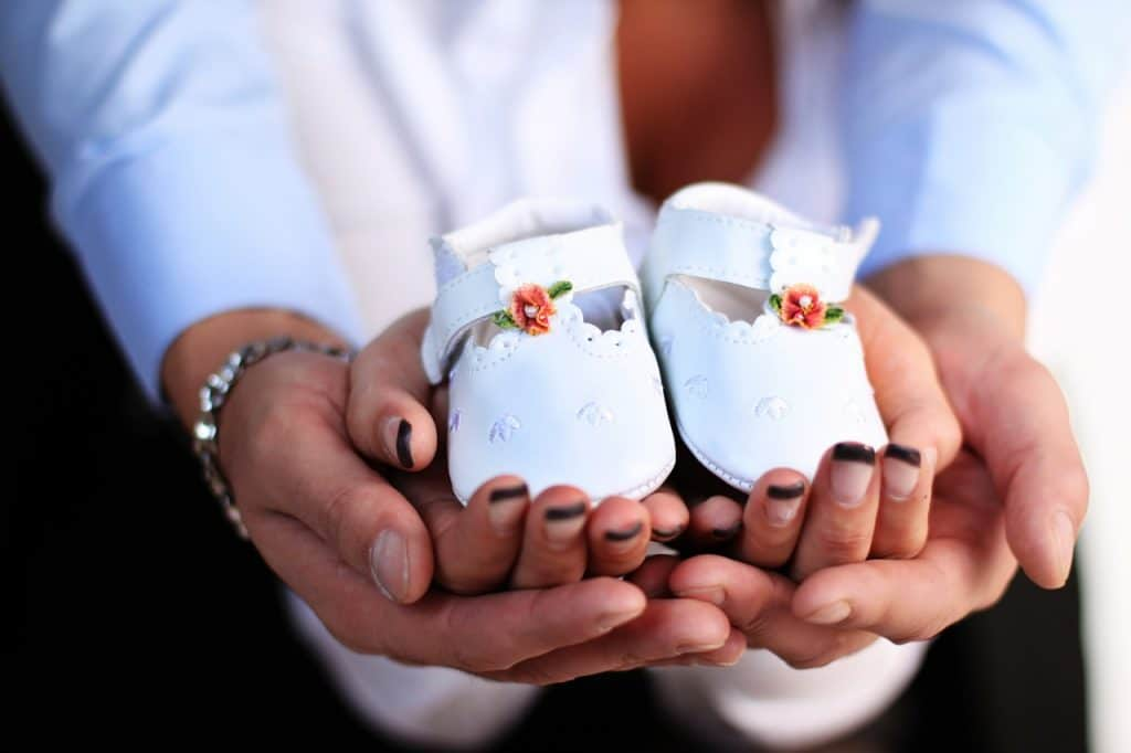 Best baby shoes in the palm of couples