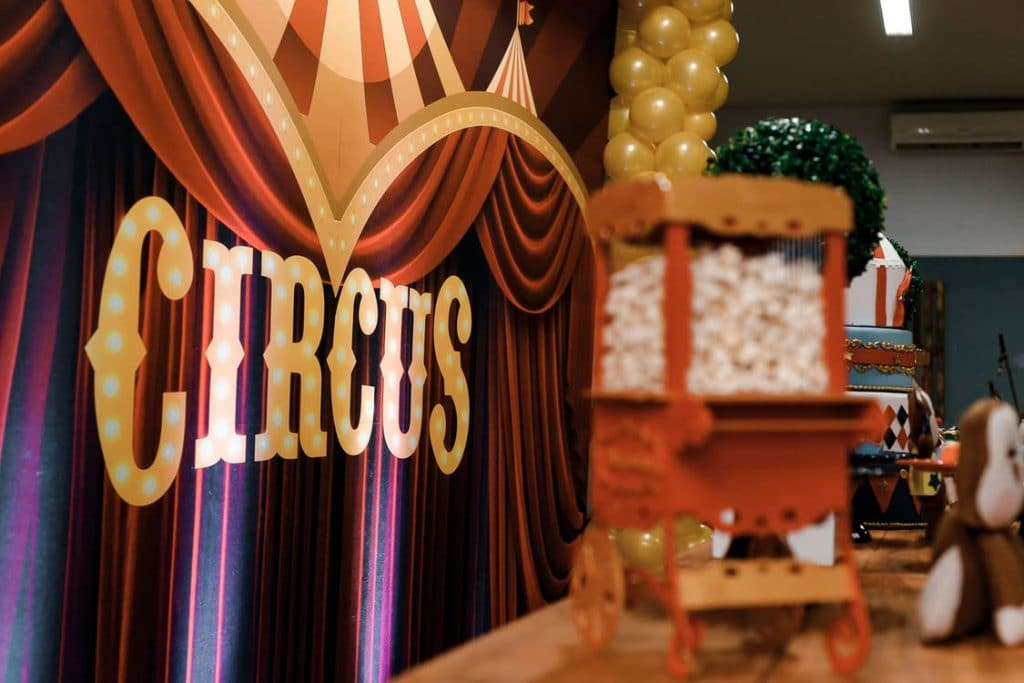 https://www.pexels.com/photo/circus-theme-party-2337777/