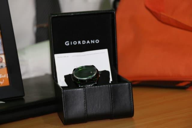 watch inside a box